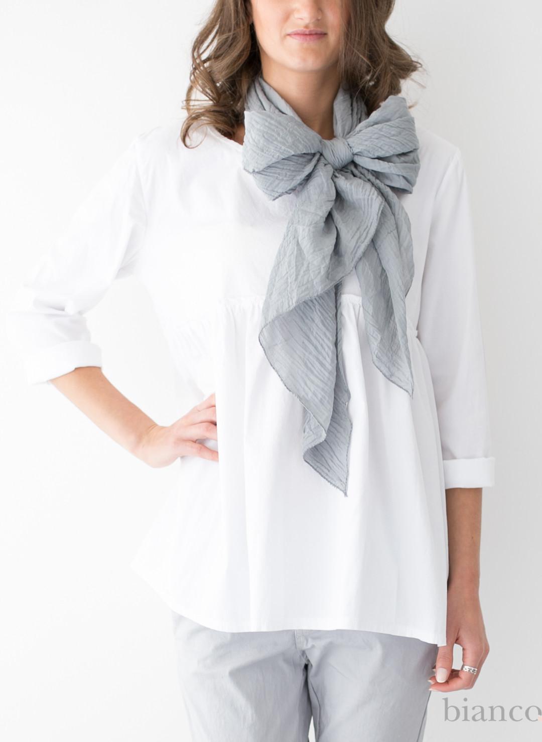 indossare la sciarpa in primavera